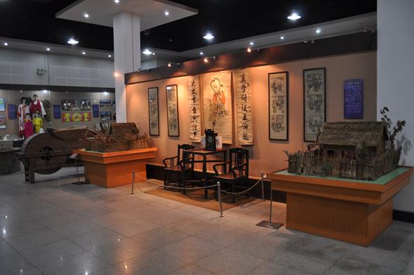 博物馆 黑土文博  民俗展厅设于博物馆一楼西大厅,陈列分3个单元,从